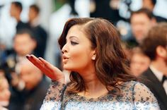 Gorgeous Aishwarya Rai blows a kiss while she arrives for the screening of 'Cosmopolis' presented in competition at the 65th Cannes film festival on May 25, 2012