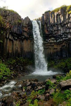 Un itinéraire de deux semaines en Islande, en road trip dans le pays de feu et de glace! Cascades, randonnées, parcs, glaciers... tout y est