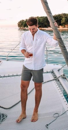 Summer Outfits Discover 35 Cool Simple and Fun Mens Casual Outfits For Summer Street Style Ideas Summer Outfits Men, Stylish Mens Outfits, Short Outfits, Casual Outfits, Men Summer Fashion, Casual Shorts Outfit, Men's Summer Clothes, Mens Summer Wardrobe, Summer Shoes
