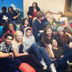 The Casts Of Austin and Ally and Jessie watch the Crossover episode