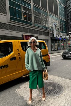 263 of the Best Street Style Looks From New York Fashion Week – Man Repeller - Mode für Frauen Street Style New York, Look Street Style, Nyfw Street Style, Cool Street Fashion, New York Style, Street Chic, Spring Street Style, Style Summer, Sk8 Hi Outfit