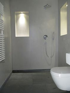 A guests bathroom in Berlin: the concrete style is clear and modern. Beton Design, Bathroom Toilets, Bathroom Sink Faucets, Bad Inspiration, Bathroom Inspiration, Next Bathroom, Nerja, Tadelakt, Basement House