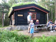 Rast på Småvannsbu Shed, Outdoor Structures, Outdoor Decor, Backyard Sheds, Sheds, Coops, Barn, Tool Storage