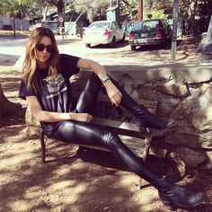 She is stunning. Rock Chic, Rock Style, Arielle Vandenberg, Hot Poses, Confident Woman, Love Her Style, British Style, American Women, Wearing Black