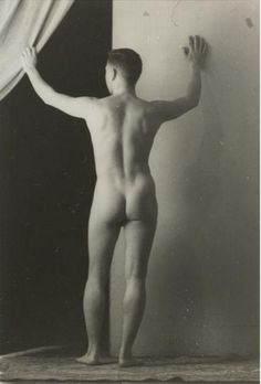 Tennessee Williams (Nude) 1943 by Jared French Tennessee Williams, Professor, Pin Up, Magic Realism, Writers And Poets, Vintage Boys, Portraits, Male Figure, Human Body