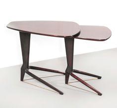 Ico Parigi Due tavolini sovrapponibili in palissandro con tiranti in ottone.Prod. Italia, 1950 ca.cm 57x48x50; 46x45x44