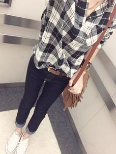 i love this outfit! Japan Fashion, Daily Fashion, Love Fashion, Korean Fashion, Fashion Beauty, Womens Fashion, Fashion Design, Plaid Shirt Outfits, Outfits With Converse