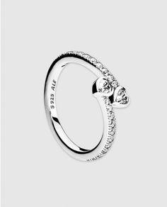 f235b47045fb Anillo Dos Corazones de plata con circonita Pandora