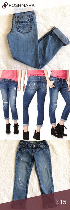 Aeropostale Bayla Skinny Fit Distressed Jeans - Aeropostale  - Bayla Skinny Fit Jeans.  - Factory tatters  - Embroidered back pockets - Cuffs can be rolled up or left down - Zip fly with button closure  - Inseam 29 in.  - Size on tag: 0 short - Preloved. No stains - No Trades. Model photos not mine. - Effortlessly chic, a style staple for your basic wardrobe, casual chic. Aeropostale Jeans Ankle & Cropped