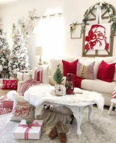 120 Cozy Farmhouse Christmas Decorations Done in Adorable Country Style That You'd Love To Take Inspiration From - Hike n Dip Lantern Christmas Decor, Christmas Staircase Decor, Country Christmas Decorations, Farmhouse Christmas Decor, Holiday Decorating, Christmas Interiors, Christmas Bedroom, Christmas Home, Christmas 2019
