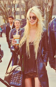 Gosh!!! she is so... ahaaaa Taylor Momsen