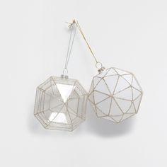 Geometrische Weihnachtskugel mit silbernen Streifen (Doppelpack) - Neuheiten - Dekoration   Zara Home Deutschland