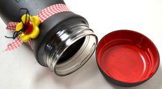 Dica: ao pintar os vidros, com Spray Preto Fosco, pinte-os com a tampa fechada pois assim ela abre e fecha...