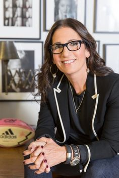Bobbi Brown chats about her role as editor-in-chief of Yahoo Beauty. Bobbi Brown Makeup Looks, Cissy Houston, Interview Makeup, Brown Glasses, Millie Bobby Brown, Bobbie Brown, Beauty Junkie, Miranda Kerr, Role Models