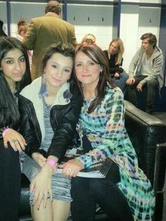 Zayn's family at the O2. You can see Harry in the back!
