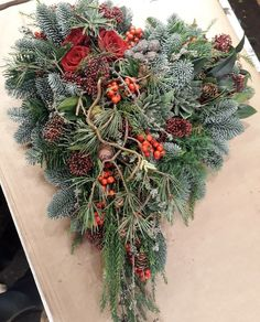 Idea Of Making Plant Pots At Home // Flower Pots From Cement Marbles // Home Decoration Ideas – Top Soop Grave Flowers, Funeral Flowers, Christmas Wreaths, Christmas Decorations, Xmas, Holiday Decor, Grave Decorations, Flower Decorations, Plaques Funéraires