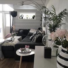 God morgen Bilde 2/3 av blomsterutfordringen fra @sandras_hem . Dette er tatt litt tidligere i uka da eg fortsatt hadde noen rest av roser.. Elles går det mest i grønne planter hos meg og orkidéer da de krever lite stell.. Ikke noe grønne fingrer her i gården men eeeeelsker blomster Ha en super torsdag #interior #interiør #interior123 #interior125 #interior444 #interior2you #interior4all #ninterior #home #flowers #finahem #finehjem #onlyinterior #hus10a #elisabeth_hjem #nordsjofruen…