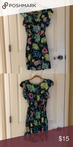 Floral black dress Really cute floral dress with pockets and a slight open back. Dottie Couture Dresses Midi