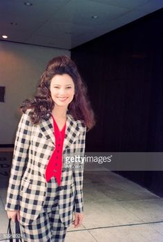 Fran Drescher wearing a checked suit; circa New York. Fashion Tv, Cute Fashion, Fashion Outfits, Runway Fashion, Fashion Trends, Fran Drescher, 90s Party Outfit, 90s Outfit, Fran Fine Outfits