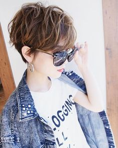 Today we have the most stylish 86 Cute Short Pixie Haircuts. Pixie haircut, of course, offers a lot of options for the hair of the ladies'… Continue Reading → Short Shaggy Haircuts, Short Shag Hairstyles, Short Hairstyles For Women, Hairstyles Haircuts, Messy Short Hair, Short Hair With Layers, Short Hair Cuts, Medium Hair Styles, Short Hair Styles