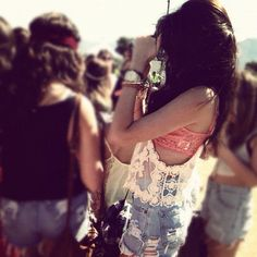 This picture is great, it shows the artsy scene at Coachella :)