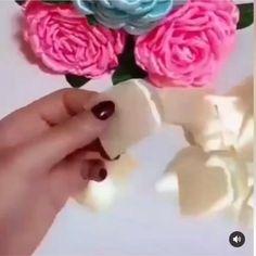 Fabric Roses Diy, Diy Lace Ribbon Flowers, Making Fabric Flowers, Ribbon Flower Tutorial, Ribbon Embroidery Tutorial, Paper Flowers Craft, Flower Crafts, Satin Ribbon Flowers, Satin Roses