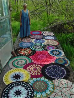 "miss-mary-quite-contrary:  ""This is the one picture on the whole internets that made me want to learn how to crochet. i never did find the name of the woman pictured, but these are her stunning tapestry crochet mandalas""(Source: artssake)  This is a good idea for a painted walkway."