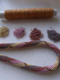 Solidbeads - The beady side of life: Drehwurm - Falsch gewickelt Bead Crochet Patterns, Bead Crochet Rope, Beading Patterns, Beaded Crochet, Seed Bead Jewelry, Beaded Jewelry, Jewellery, Bead Crafts, Jewelry Crafts