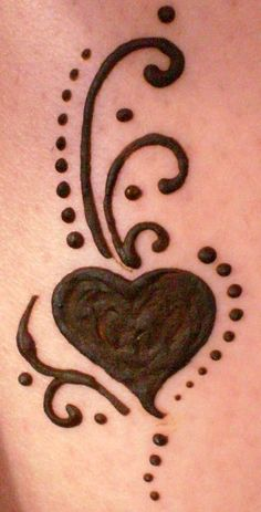 Top Cute Henna Heart by Cynthia McDonald - Henna Tattoo Hand, S Tattoo, Small Henna Tattoos, Henna Ink, Henna Body Art, Easy Tattoos, Cute Henna Designs, Henna Tattoo Designs Simple, Hena Designs