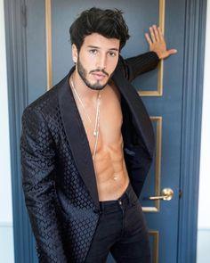 Sebastián Yatra Dina Tokio, Latina, Beautiful Men, Beautiful People, Guy Best Friend, Instagram Fashion, Instagram Posts, James Rodriguez, Sang
