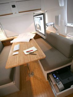 Excellent eating area and work space! Architect Matthew Hofmann remodels Airstream into live-work space. Great bathroom in this airstream too. Airstream Campers, Airstream Remodel, Airstream Renovation, Airstream Interior, Vintage Airstream, Trailer Remodel, Remodeled Campers, Vintage Campers, Vintage Trailers