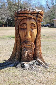 Jesus carving in Gulfport Mississippi. Hurricane Katrina destroyed the old Live Oak and the homeowner was devastated. A chainsaw artist created the face of Jesus out of the tree. Gulfport Mississippi, Tree Carving, Down South, Road Trippin, Chainsaw Carvings, Wood Carvings, Carving Wood, Wood Sculpture, Tree Art