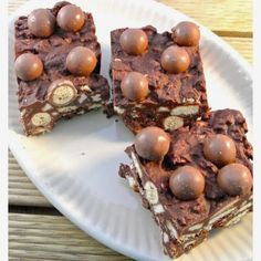 Malteser cake Requirements: maltesers 100 grams of milk chocolate 100 grams of dark chocolate 100 grams of butter 3 tablespoons maple syrup grams of biscuits Yummy Treats, Delicious Desserts, Sweet Treats, Yummy Food, Baking Recipes, Cake Recipes, Dessert Recipes, Baking Ideas, Dutch Recipes