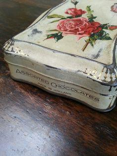 Chocolate box Metal Tins, Metal Box, Vintage Tins, Vintage Shops, Money Tin, Metal Containers, Antique Boxes, Tin Toys, Cottage Chic