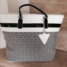 Guess Designer Handbag New! Really pretty handbag. Very sophisticated! Large Guess Bags Satchels