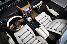 Jeep Wrangler Unlimited Nautic gorgeous interior. This is literally the cutest thing ever.