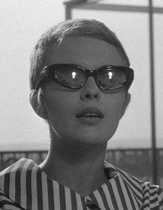 Jean Seberg is without a doubt the stylish muse and queen of cool of French New Wave (Nouvelle Vague) cinema. Jean Seberg, Mia Farrow, Jane Birkin, Iowa, New Wave Cinema, French New Wave, Jean Luc Godard, Alternative Fashion, Old Hollywood