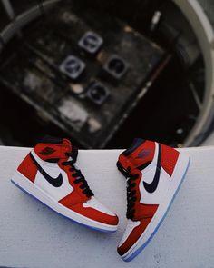 """48b6f79ff22d2 Men s Air Jordan Retro 1 """"Origin Story  Sneakers Tenis Jordan Retro"""