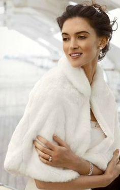 Stay warm while still achieving that vintage-glam look! Faux Fur Capelet Style WC603140.