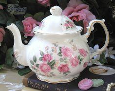 Heirloom Olde English Rose Vintage 1940 bone china.  Chintz, potter, tea, teapot