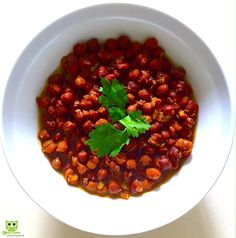 Kala Chana Masala Kala Chana (black chickpeas) is a healthy addition to a diabetic diet. It is a great source of vegetarian protein, low in fat, high in fibre and rich in B vitamins.  Squeeze fresh yellow lemon before eating. Garnish with fresh coriander leaves and serve with basmati rice or brown rice or roti.  #weightloss,#fatloss, #diabeticdiet #preventobesity #nutrition #vegetarian #vegan #health #whatsmymeal
