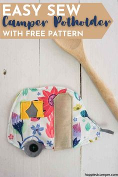 Learn how to make this camper potholder with our free pattern! If you're a beginner in sewing, this is a super easy yet useful sewing project you can do any time. I use my camper pot holder all the time, plus it makes a great gift you can easily sew. Easy Sew Camper Potholder With Free Pattern Diy Sewing Projects, Sewing Projects For Beginners, Sewing Tutorials, Sewing Diy, Free Sewing, Craft Projects, Potholder Patterns, Sewing Patterns Free, Free Pattern