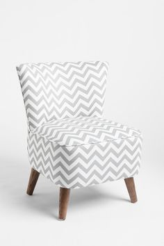 Chevron, chevron everywhere! Autumn Interior Design and Decoration Inspiration x home-design. My New Room, My Room, Urban Outfitters Apartment, Deco Design, Design Design, Take A Seat, Modern Chairs, Home Accessories, Home Goods