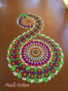 Discover beautiful Indian rangoli and kolam designs. Rangoli is an art form from India in which patterns are made on the floor to welcome positive energy. Indian Rangoli Designs, Small Rangoli Design, Rangoli Ideas, Rangoli Designs Images, Peacock Rangoli, Flower Rangoli, Beautiful Mehndi Design, Beautiful Rangoli Designs, Welcome Rangoli