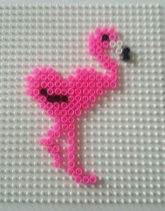 Op verzoek van mijn dochter Tamara een flamingo met hartvormig lijf... Had iets dergelijks gehaakt en zij wou het graag namaken met strijkkralen.