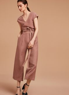 <p>A linen-blend jumpsuit with perfect proportions</p>