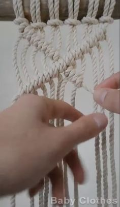 Macrame Plant Hanger Patterns, Macrame Wall Hanging Patterns, Macrame Plant Hangers, Macrame Patterns, Macrame Design, Macrame Art, Macrame Projects, Macrame Knots, Macrame Tutorial