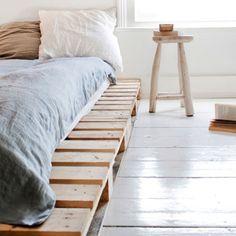 #DIY wood pallet bed frame. Neat!