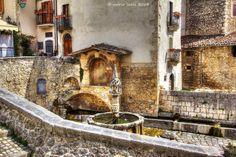 Fontecchio, Provincia dell'Aquila - Fontana trecentesca, foto Mario Lucci 2014
