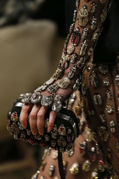 Alexander McQueen Fall 2018 Ready-to-Wear Fashion Show Details